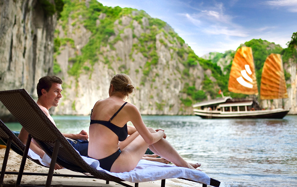 Cruise in Halong Bay 8 hours