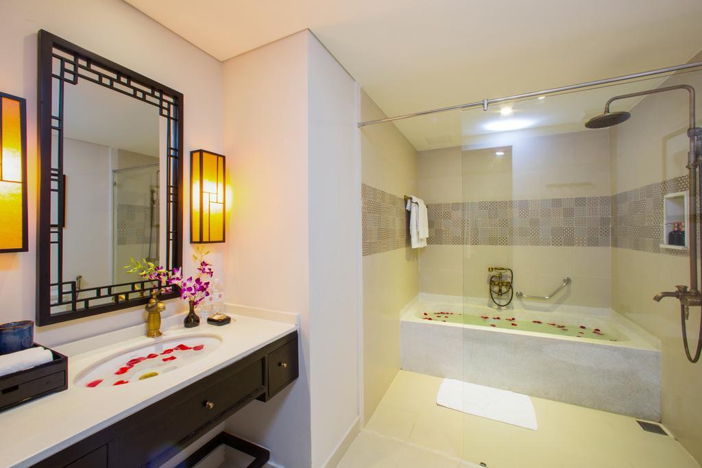 double-twin-room-with-balcony-bathroom