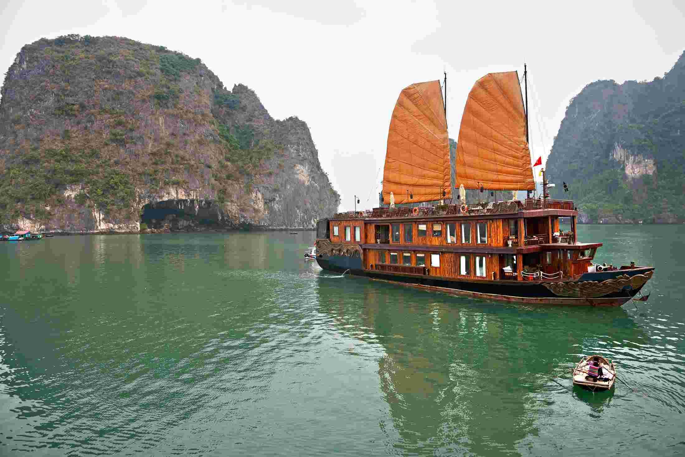 ha-long-bay-vietnam-1