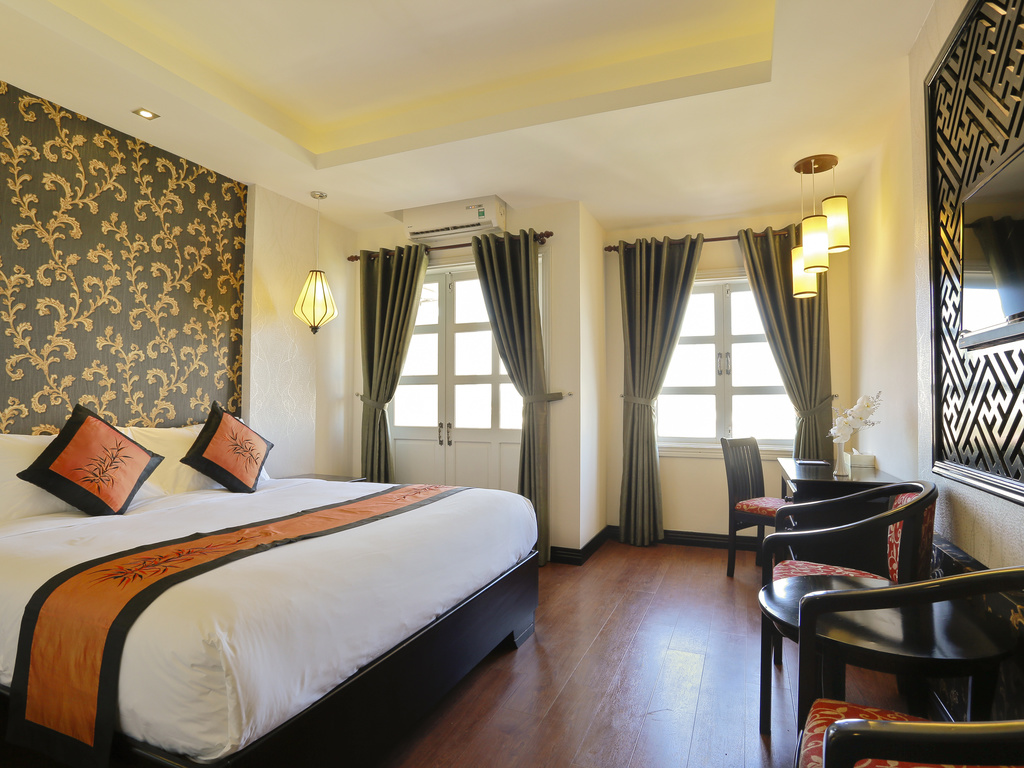 superior-1-king-bed-hoian-mercure-hotel